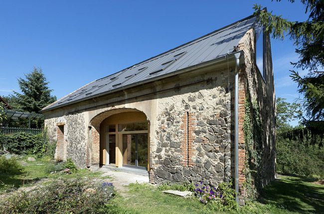 Barn conversion by house-in-house principle