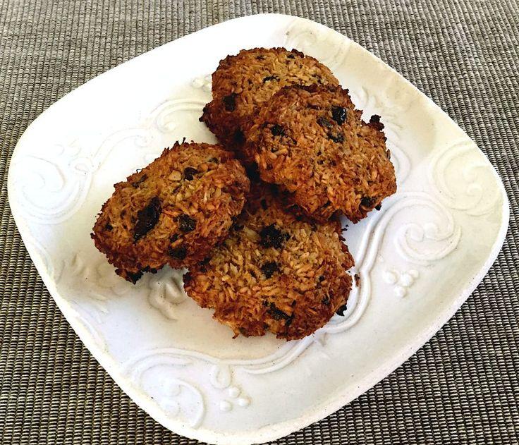 A csoki és a kókusz találkozásából született ez a finom, keksz formájú sütemény, ami nem csak finom, egyészséges is. Gluténmentes, laktózmentes és a hagyományos cukor helyett kókuszvirág cukrot tartalmaz.
