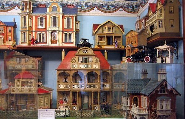 351 Best Dollhouse Images On Pinterest Doll Houses