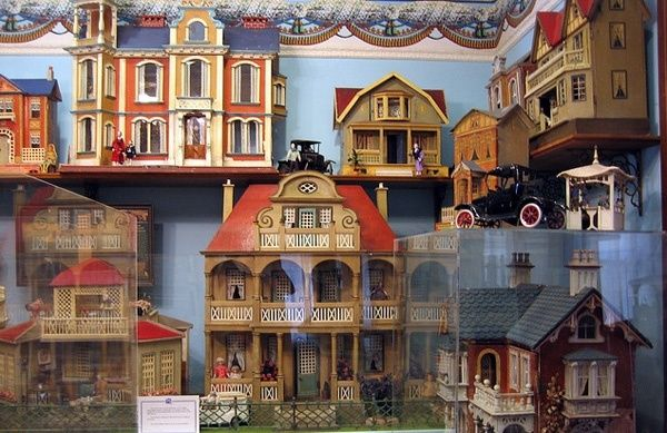 160 Best Images About Victorian Doll House On Pinterest