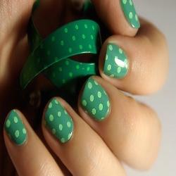 uñas decoradas con puntos: Nails Art, Beautiful Nails, Nailsart, Polka Dots Nails, St. Patrick'S Day, Nails Polish, The Dots, Green Nails, Art Nails