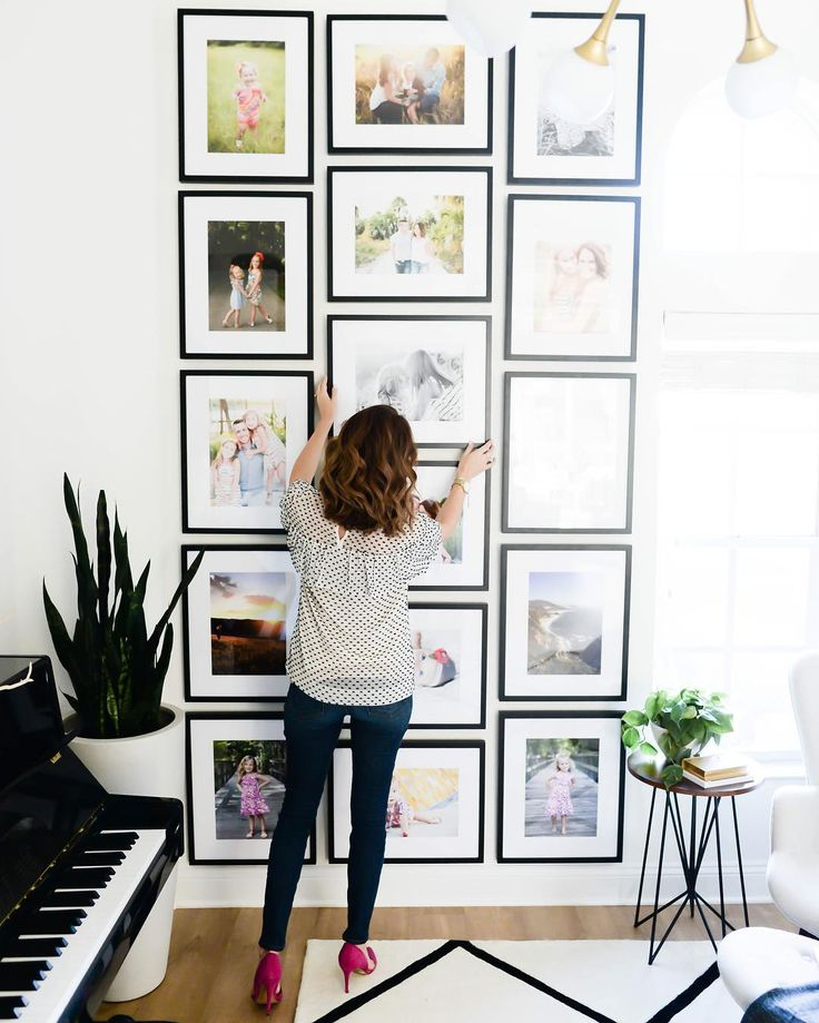 Ahhhh! @honeylakestudio has been sending over images from the home tour that will be featured on @theeverygirl_ in February and I'm so excited to finally give you a peek at the gallery wall that we created with @framebridge ! It has taken me YEARS to get family pictures on our walls so this just makes me smile every time I see it. It was such a big project (that required very specific measurements) so we hired a Framebridge designer to actually lay it out and come up with the custom frame…