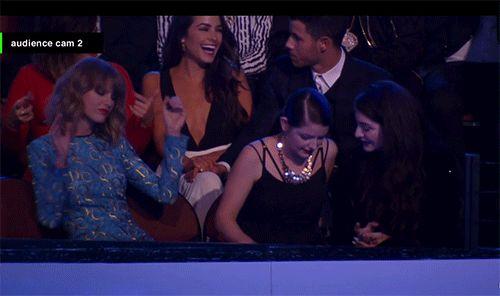 Os melhores momentos do VMA 2014 em 17 gifs ... a Taylor que o diga, olha como ela ficou animadinha ao som de Black Widow