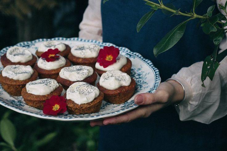 LEMON, ALMOND AND POPPYSEED CAKES