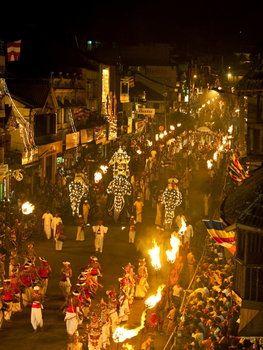 8月〜11月に開かれるキャンディペラヘラ祭りは一番盛り上がるお祭りなのでぜひ。スリランカ 観光・旅行の見所。