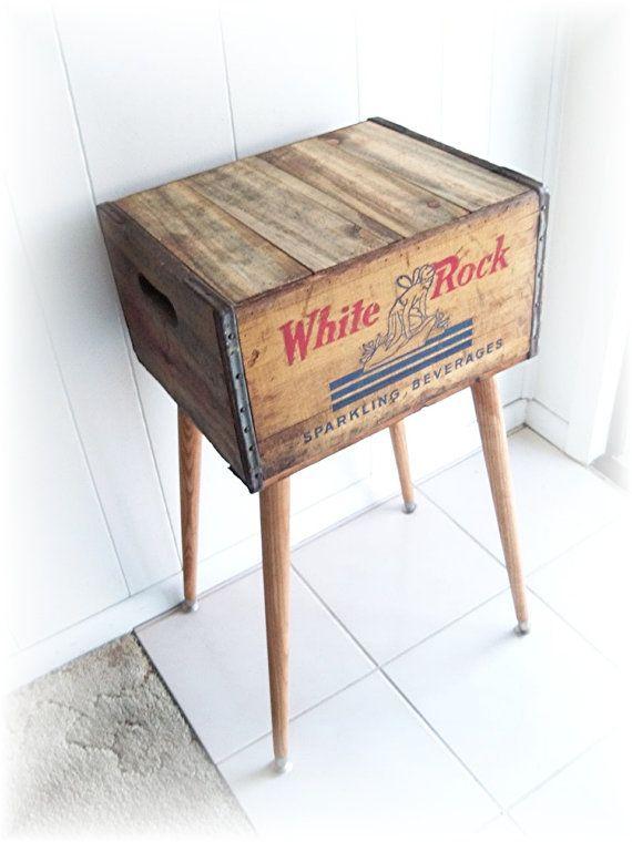 Início > MrsRekamepip > Hubbys Hand Made nos EUA  Favorito  Como este item?  Adicione-o aos seus favoritos para visitá-lo mais tarde.  Fretes 1930 Crate Tabela 1940 White Rock Box Bebidas Espumante Uma caixa repurposed angustiado upcycled renovada