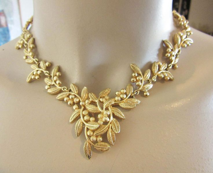 Gold Stone Necklace Set from Anjaneya Jewellery Necklace designs