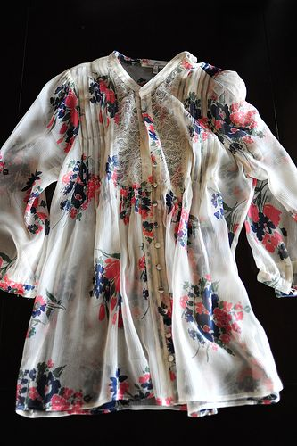 Ahhh I'm a sucker for the floral and the cream together! Love the flowy shirt :)