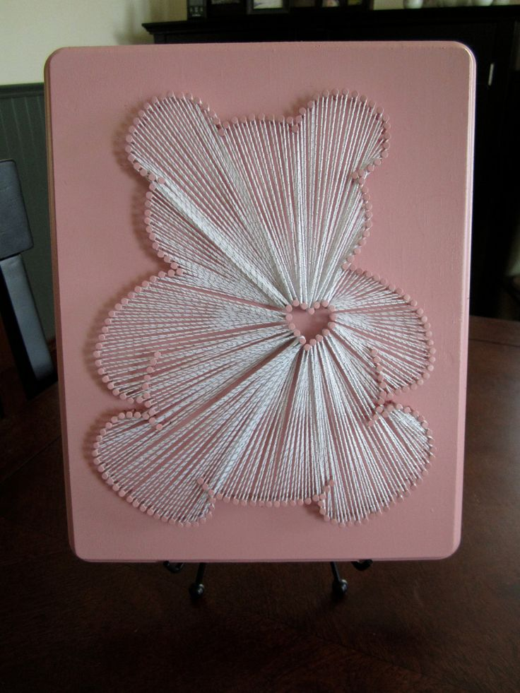 Teddy Bear - Nail and String Art Idea by CampRoadCrafting / Idée fil tendu ourson: décoration chambre bébé