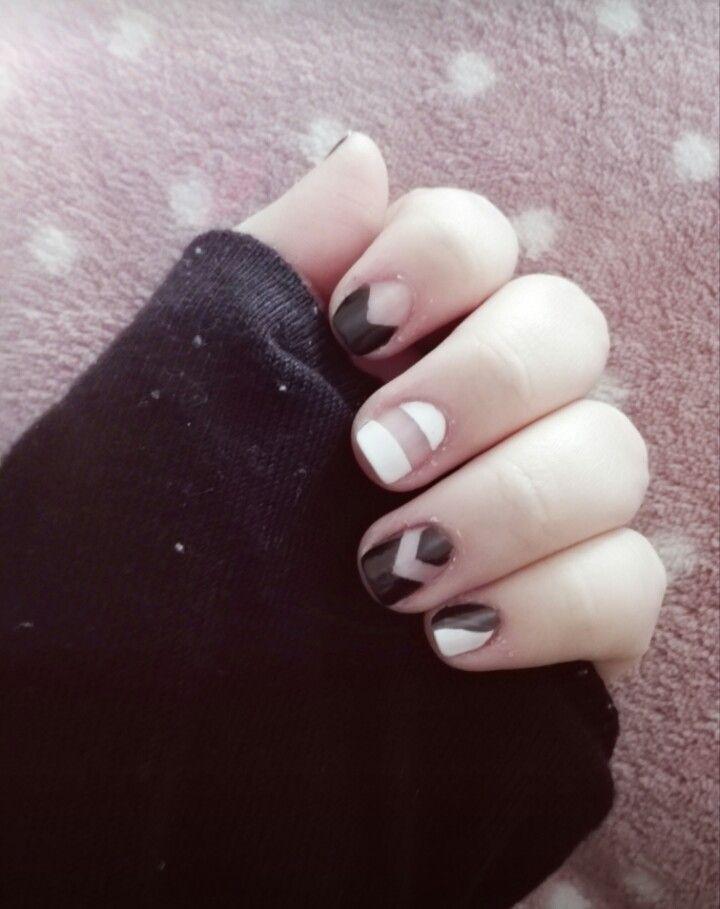 #nails #nail #nailart #naildesign #black #white #geometricnails #cute #pretty