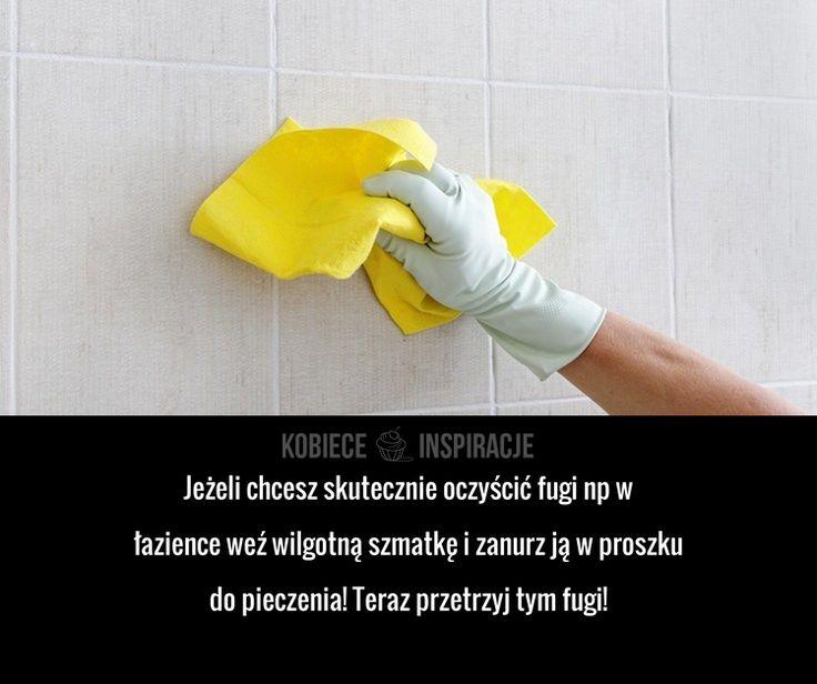Jeżeli chcesz skutecznie oczyścić fugi np w łazience weź wilgotną szmatkę i zanurz ją w proszku do pieczenia! Teraz przetrzyj ...