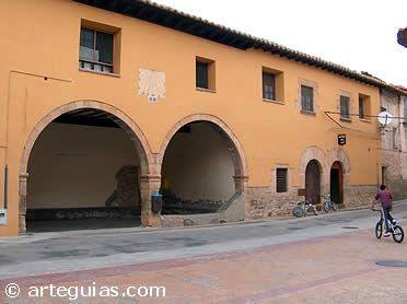 Plaza del ayuntamiento de Olocau del Rey