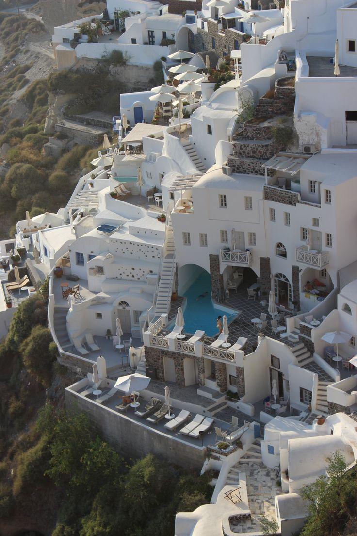 Luxurious Oia, Santorini https://arturania.com/santorini