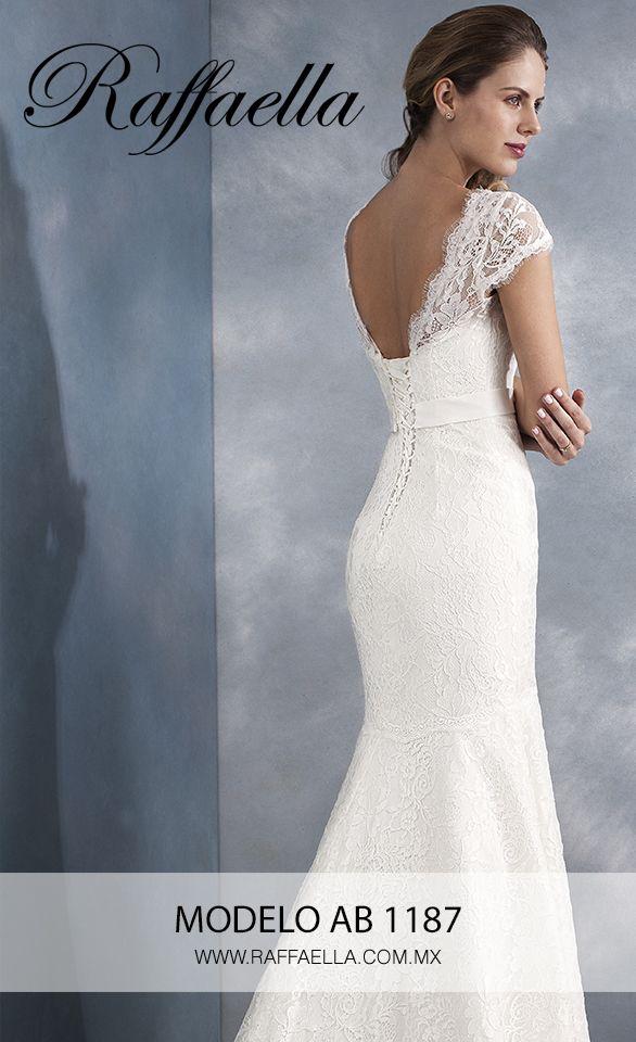 Raffaella Novias Modelo AB1187 Una boda, se vive tres veces Al soñarla 😏 Al celebrarla👩❤️💋👨 Al recordarla 👨👩👧👦 ¿En qué fase estás tú? 😍 #RaffaellaNovias