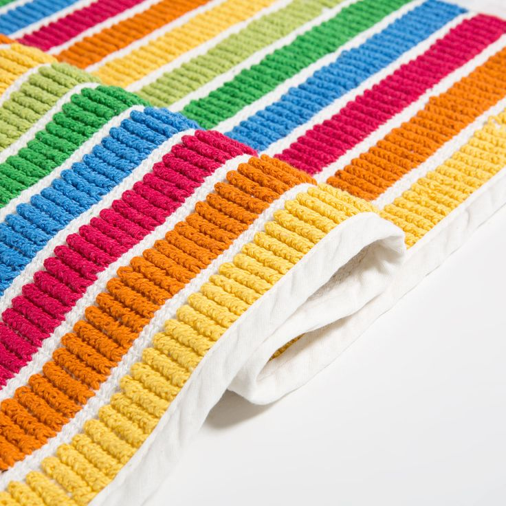 Image 3 of the product MULTICOLOURED STRIPED BATH MAT