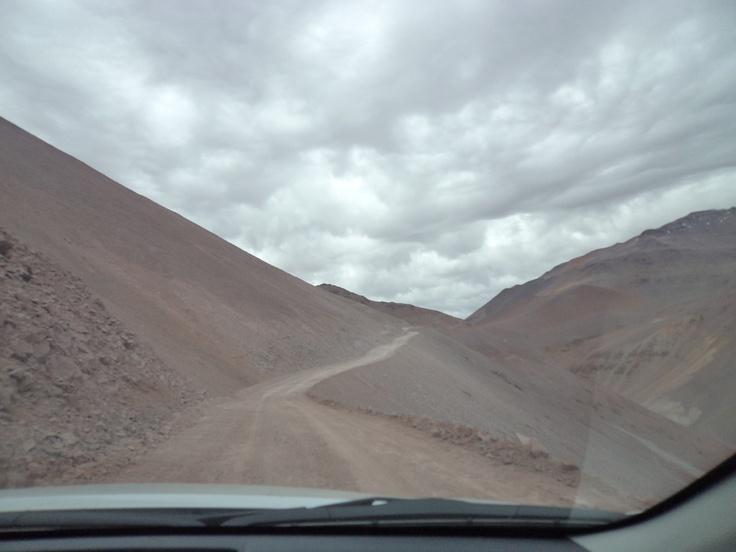 Inmensidad, soledad, montañas y precipicios
