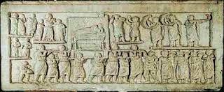 """Quando ho cercato su internet """"rilievo dell'arte plebea"""" per trovare qualche immagine come risultato della ricerca sono comparse più della metà foto del Corteo funebre da Amiternum del 50 a.C. Quindi possiamo notare che esso sia uno degli esempi più notevoli dell'arte plebea."""