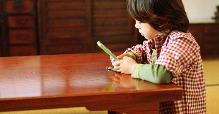 Ideias para festas japonesas. Uma festa com temática japonesa pode ser simples e relativamente barata para organizar, proporcionando muita diversão para seus convidados. Com um pouco de atenção aos detalhes, qualquer um pode transformar sua casa em um espaço japonês acolhedor por uma noite, e as técnicas aprendidas podem até influenciar seu estilo pessoal.