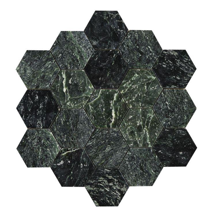 34305 U Hexagon Green Marble Polished Large - GRUPPBILD Polerad grön marmor i populärt hexagonformat. Plattorna levereras en och en.