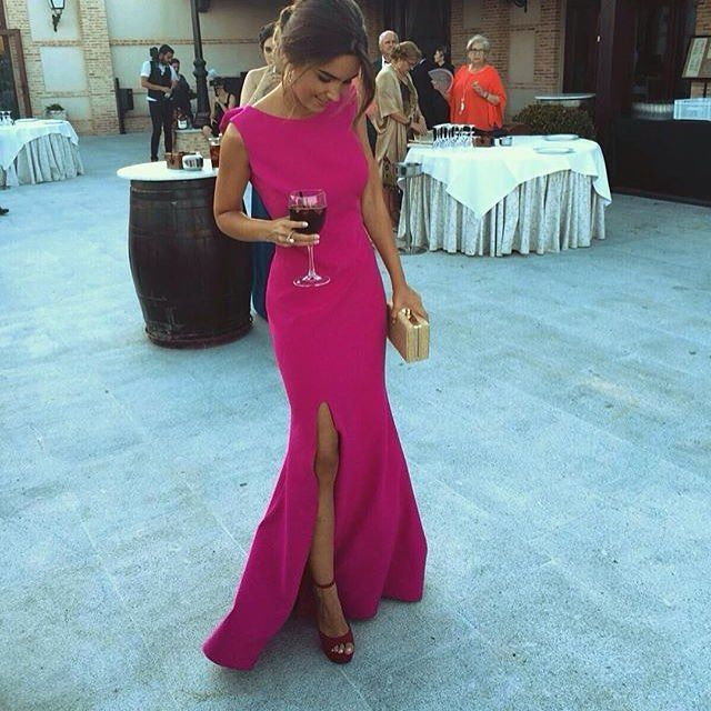 Os acordáis de las dos #invitadasperfectas de amarillo y fucsia con espalda en pico adornada por flores? Pues aquí os dejo la espectacular parte delantera! . Boutique Caireles (Alcalá de Henares)  #invitadaperfecta #invitadaboda #invitadasboda #invitada #invitadas #lookboda #lookinvitada #lainvitadaperfecta #invitadasconestilo #moda #fashion #wedding #style #bodadenoche #boda #bodas #weddingguest #guest #maxidress #dress #vestido #vestidolargo #lookofthenight #lookoftheday #fucsia #rosa