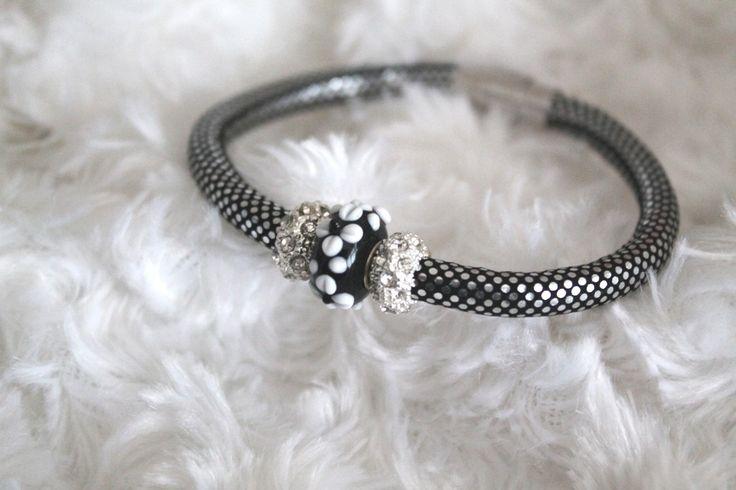 Bracelet tubulaire perle au chalumeau et perle strass : Bracelet par tom-fimo-creations