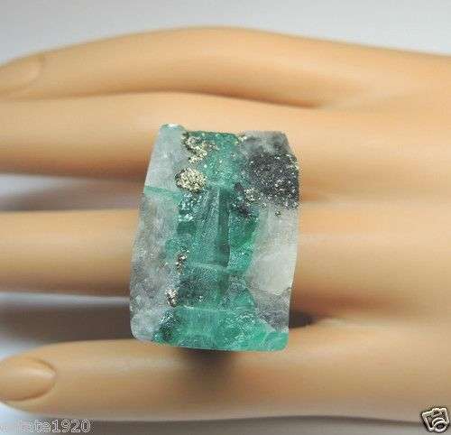 """COLOMBIAN EMERALD SPECIMEN HAND CARVED ROCK RING WEIGHT ~ 135 CARATS (27 Grams) EMERALD CRYSTAL ~ APPROXIMATELY 27CTS COLOR ~ MEDIUM - DARK GREEN ~ MEASUREMENT ~ EAST TO WEST ~ 31.72 MM (1.249"""") NORTH TO SOUTH (Knuckle To Finger Nail) ~ 21.52 MM (0.847"""") RISE ABOVE FINGER ~ 14.55 MM (0.573"""") FINGER SIZE ~ 7.5 U.S.A. & CANADA (O1/2) UNITED KINGDOM, IRELAND, AUSTRALIA & NEW ZEALAND"""