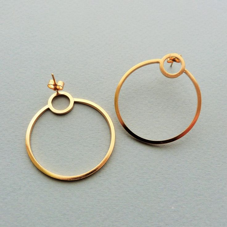 Single orbit hoops in gold // Minimal luxe handmade jewellery by Elin Horgan
