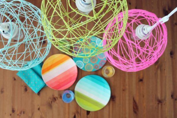 abat-jour en ficelles de couleurs