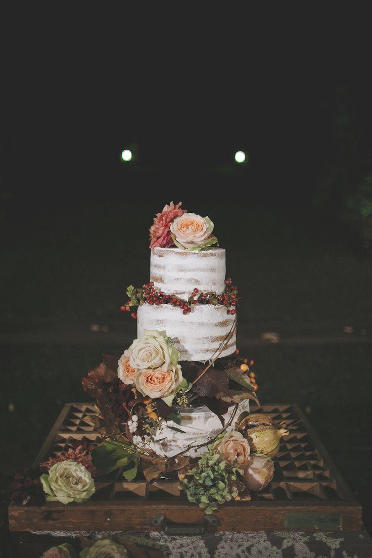 È difficile immaginare un matrimonio in autunno più meraviglioso di questo! Melograni, foglie autunnali, allestimenti perfetti tutti da copiare.