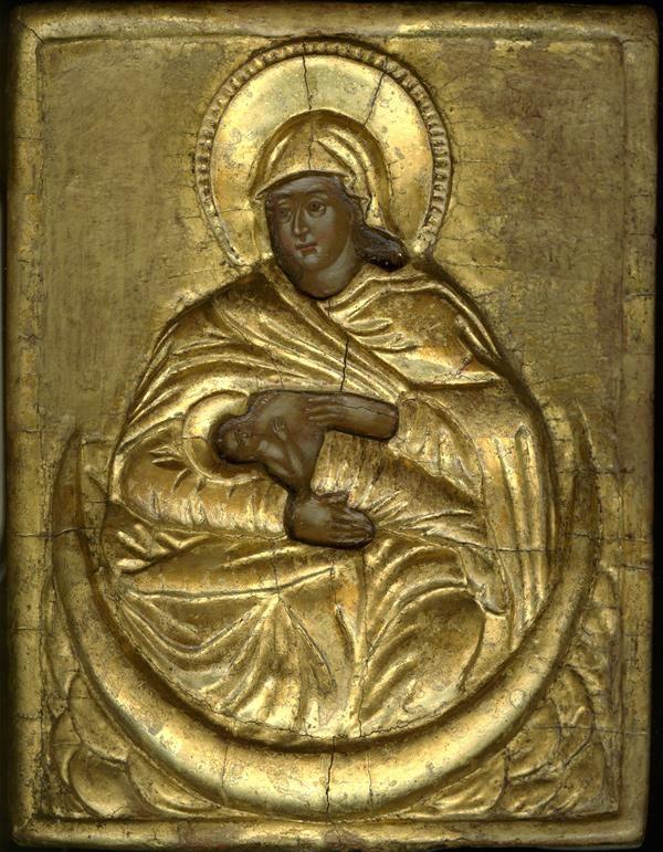 """МЛЕКОПИТАТЕЛЬНИЦА Греция, 1750 г.16х12,4 см. Частное собрание. Оклад иконы изготовлен из гипса и покрыт золотом. Образ уникален тем, что содержит символ луны, чрезвычайно редкий в иконографии. Полумесяц служит чашей, которая держит Богородицу и Младенца Господа.  Иоанн Богослов: """"Жена, облеченная в солнце, под ногами у Нее луна и на главе Ее венец из двенадцати звезд"""" (Ап 12:1)"""