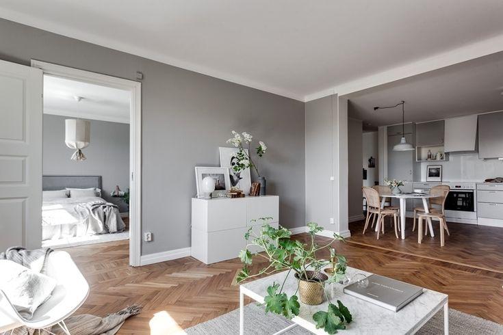 Salón abierto a comedor / Salón con paredes en gris / Mueble recibidor / Colores soft y un vestidor low cost #hogarhabitissimo #parquet en espiga #nordic