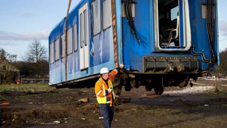 Dinsdagochtend botste een trein op een hoogwerker in Dalfsen. Sindsdien rijden er op het traject Ommen-Zwolle geen treinen.