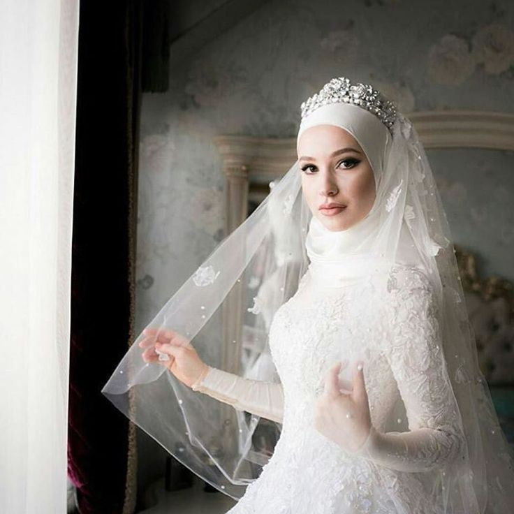 Gorgeous bride looking like a princess @abdusalam_tregubov @muslimweddingideas #modestbride #muslimbride #thehijabbride by the_hijab_bride