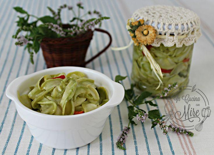 Ricette di conserve ma questa di zucchine sottolio senza cottura sorprenderà tutti per la croccantezza e il sapore, se volete la ricetta basta un clik.