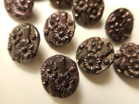 Antieke knop veel 8 bijpassende paarse glans bloemen zwart glas Victoriaanse…