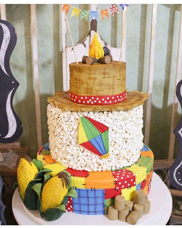 Nossa, olha só que coisa mais linda esse bolo para aniversário nesse mês de festa junina.