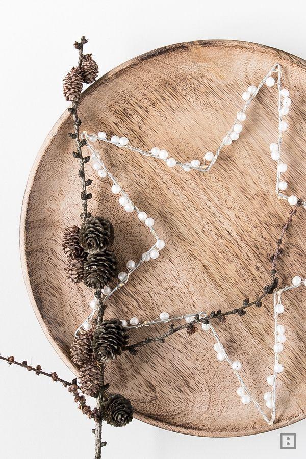 Perlen, Draht und eine Lichterkette und fertig ist der DIY Leuchtstern für daheim. kinderleicht und wunderschön!