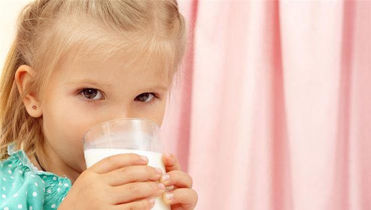 Gyerekkorod óta azt hallod, hogy milyen fontos, hogy tejet igyál. Egy ideje attól hangos a média, hogy semmi szükségünk a tehéntejre. Melyik tábornak van igaza?