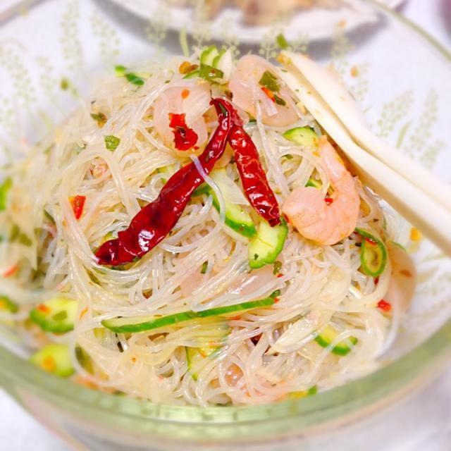娘はまだジジババ宅です。  いない間に、辛い料理! 今日はヤムウンセン!  蒸し暑い時は、タイ料理が美味しいですねー꒰*´∀`*꒱ - 70件のもぐもぐ - ヤムウンセン by nekomossan