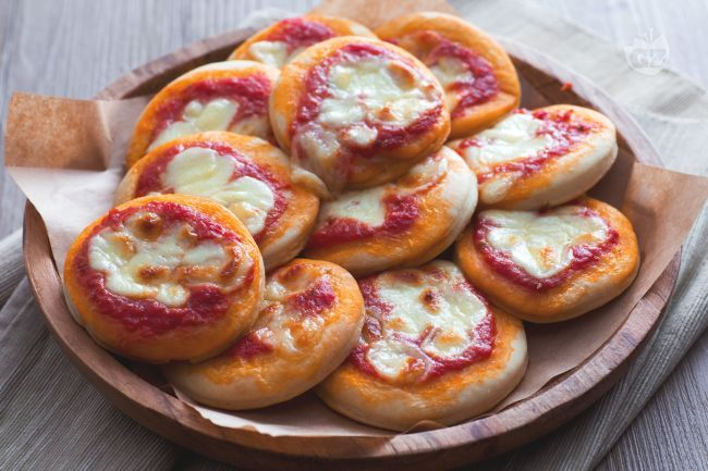 Ricetta Pizzette rosse - La Ricetta di GialloZafferano
