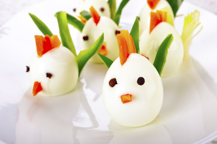 Uova sode decorate per pasqua decorazioni pasquali egg recipes food e good healthy snacks - Decorazioni uova sode ...