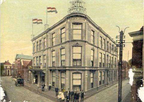 De Gouden Leeuw hoek Doelenstraat / Grootestraat Noord.