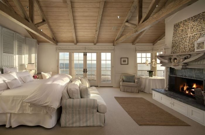 beach house bedroom | << I especially love the huge bed & couch at the foot of the bed. Krissy :)