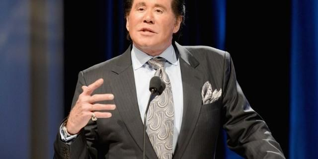 """Wayne Newton To Robert De Niro: """"You Are Not Even American, If You Hate This Country You Can Leave, DO YOU AGREE?"""
