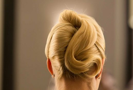Fall update with Laurie Schaub - Houston Chronicle To re-create Schaub's inverted bun, simply pull hair into a low ponytail, then roll toward the scalp, pinning along the way. And, finally, for a touseled effect, leave the frayed tail out.