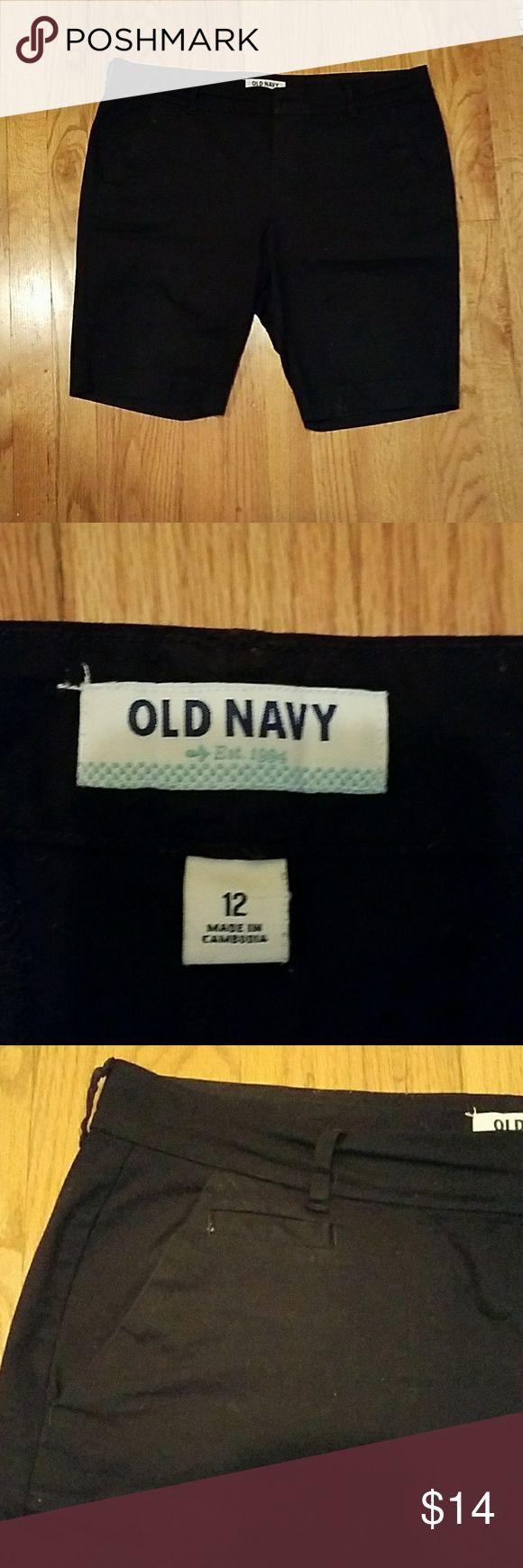 Bermuda shorts Old Navy Bermuda shorts, black, size 12 Old Navy Shorts Bermudas