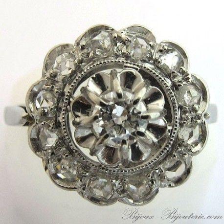 Bague de fiançailles marguerite diamants ancienne http://www.bijoux-bijouterie.com/bagues-diamants/1932-bague-de-fiancailles-marguerite-diamants-ancienne-1406.html #fiançailles #mariage #vintage