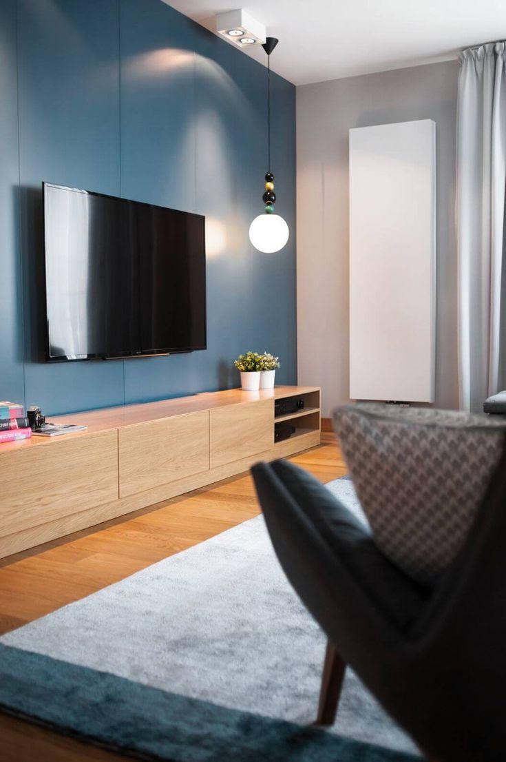 Farbe Grau und Holz wirken wohnlich – moderne Wohnung in