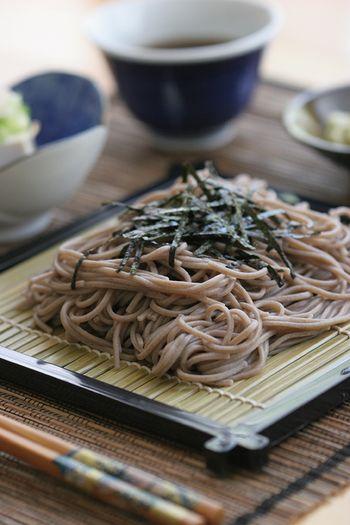おそばに豊富に含まれる「ビタミンB1、B2」。ビタミンB1は疲労回復、食欲不振を解消するのに役立ち、B2は高血圧や動脈硬化の予防に欠かせないと言われています。Japanese noodles Soba.