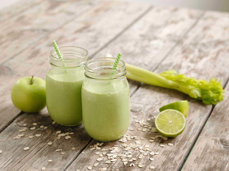 Deilig frisk hjemmelaget milkshake med smak av stangselleri. En grønn fornøyelse!